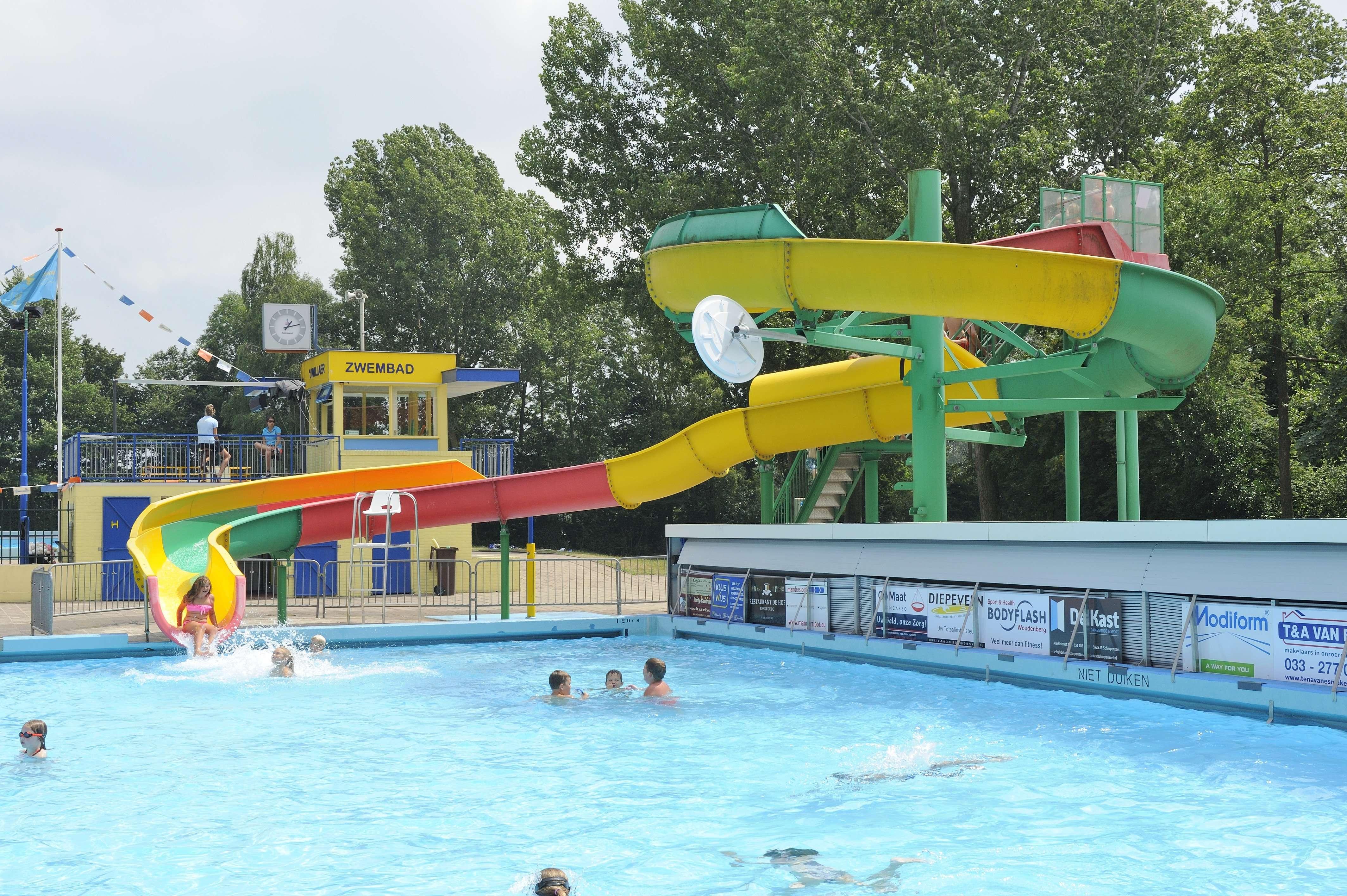 Zwembad 39 t willaer scherpenzeel openluchtzwembad for Foto in het bad